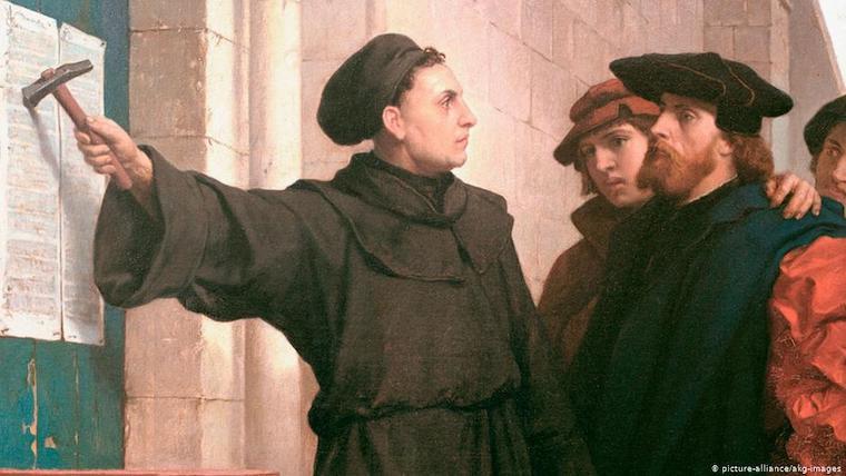 Martin Luther har spikat upp sina teser